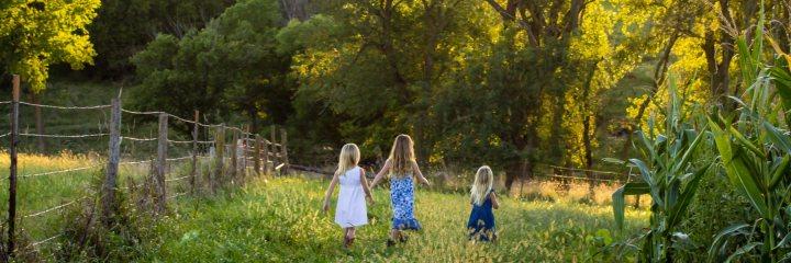 girls-walking